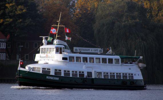 BERGEDORF in Fahrt, Dieselelektroschiff , Hafen-Fähre, Restaurantschiff