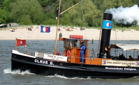 CLAUS D. in Fahrt vor Wittenbergen