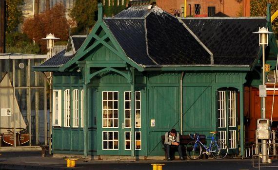 Döns, Historisches Wartehäuschen im Museumshafen