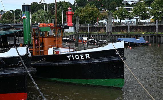 DampfschlepperTIGER am Liegeplatz Museumshafen Oevelgönne